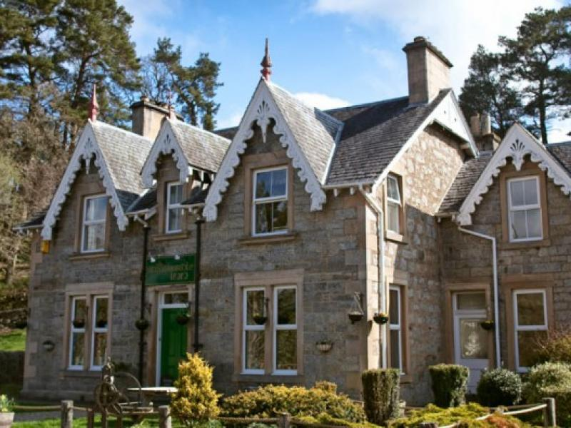 Places to Eat near Dalmunzie